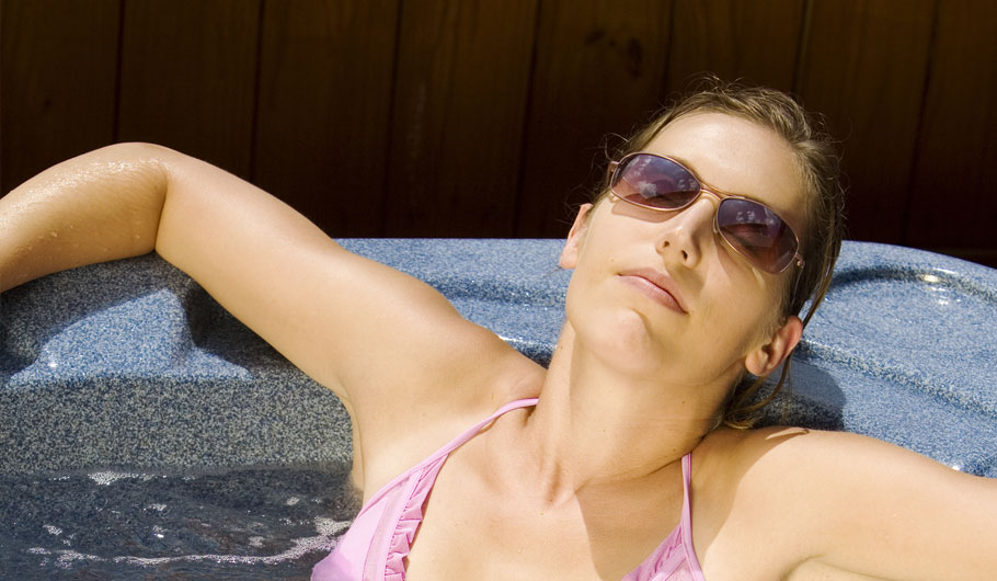 HR Directors may be leery of job candidates' hot tub pics on Facebook